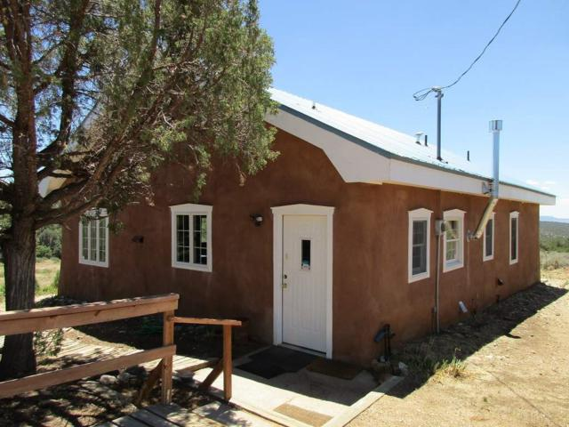 140 Camino Del Medio, Taos, NM 87571 (MLS #101864) :: The Chisum Realty Group