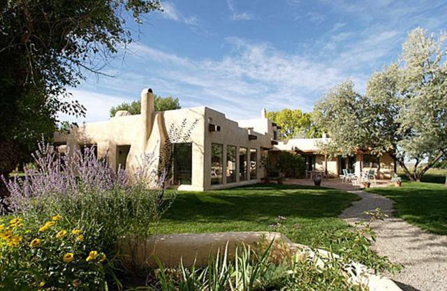 720 Karavas Ln, Taos, NM 87571 (MLS #102642) :: The Chisum Realty Group