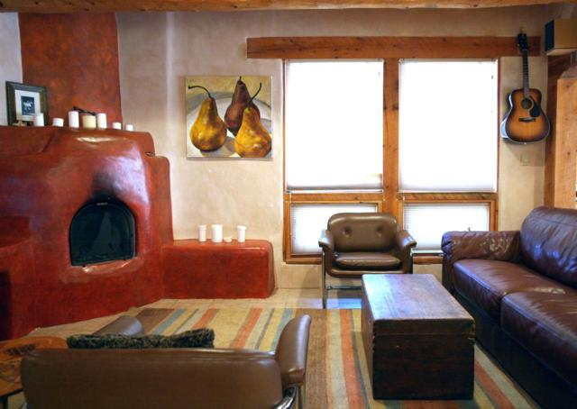 554 Este Es, Taos, NM 87571 (MLS #103084) :: The Chisum Realty Group