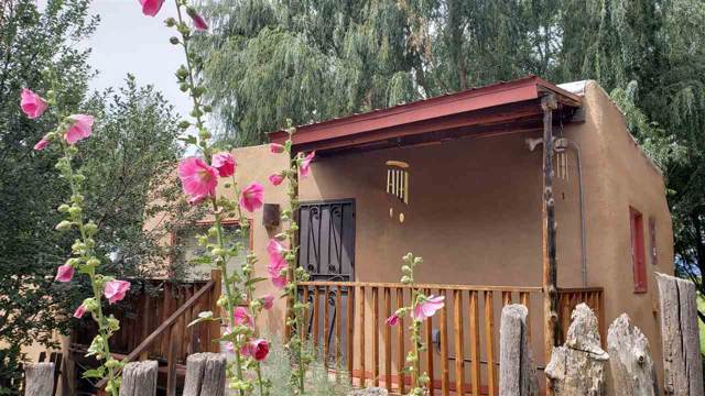 604 Camino Del Medio, Taos, NM 87571 (MLS #103973) :: The Chisum Realty Group