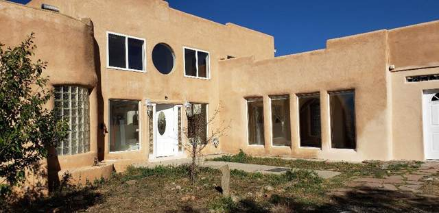 261 C Maria Elena Loop, Taos, NM 87571 (MLS #104289) :: The Chisum Realty Group