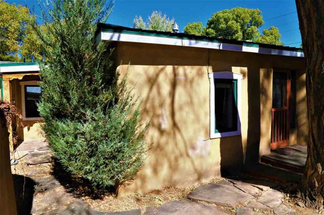 304 Montoya, Taos, NM 87571 (MLS #104359) :: The Chisum Realty Group