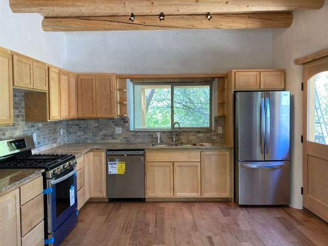 410 Valverde St, Taos, NM 87571 (MLS #105080) :: The Chisum Realty Group