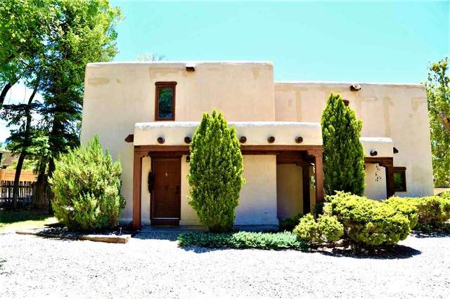 126 Montano Lane, Taos, NM 87571 (MLS #105142) :: The Chisum Realty Group