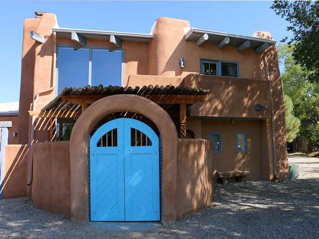 311 Saavedra, Taos, NM 87571 (MLS #105872) :: The Chisum Realty Group
