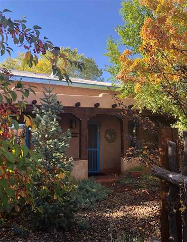 124 La Loma Plaza, Taos, NM 87571 (MLS #105986) :: The Chisum Realty Group