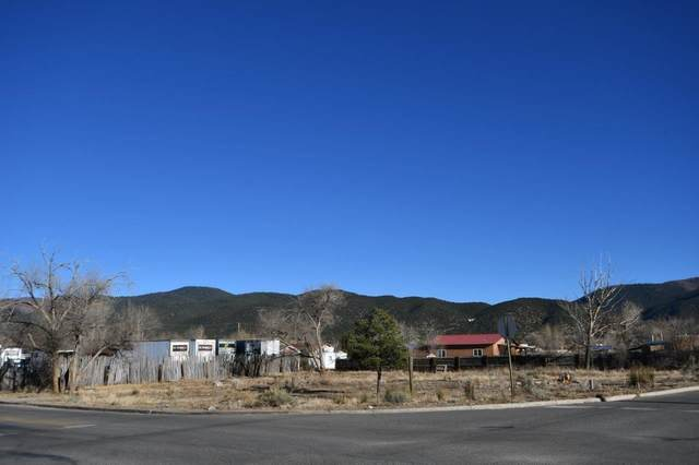 301 Cruz Alta Rd, Taos, NM 87571 (MLS #106134) :: Chisum Realty Group