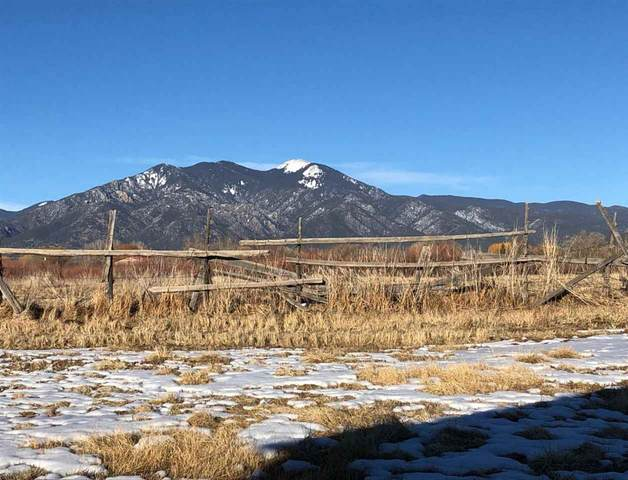 Camino Del Medio, Taos, NM 87571 (MLS #106467) :: Chisum Realty Group