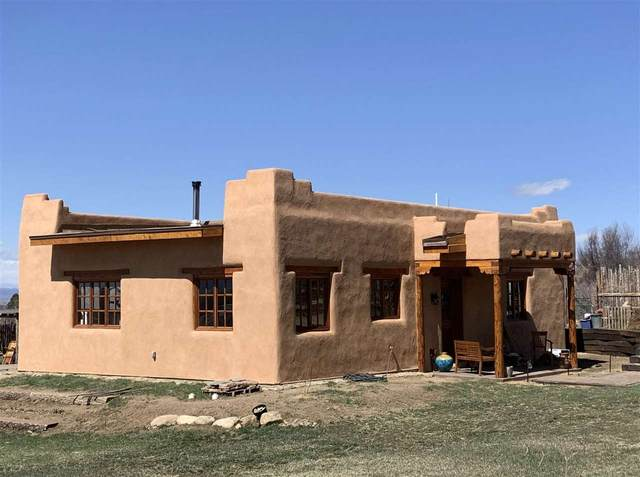 37 Calle Caballeros, Arroyo Seco, NM 87514 (MLS #106583) :: Coldwell Banker Mountain Properties