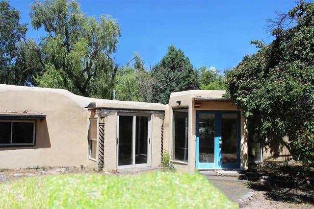 743 Camino De La Finca, Taos, NM 87571 (MLS #106742) :: Chisum Realty Group