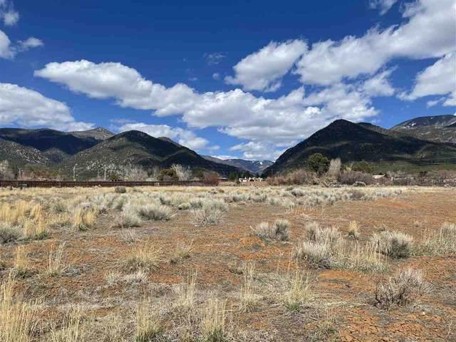 Circulo De Vistas, Arroyo Seco, NM 87514 (MLS #106771) :: Coldwell Banker Mountain Properties