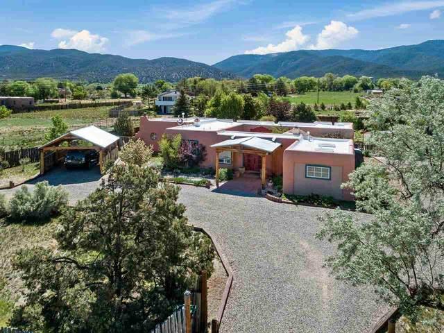 915 Calle Conquistador, Taos, NM 87571 (MLS #107044) :: Berkshire Hathaway Home Services
