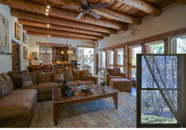 205 Upper Ranchitos, Taos, NM 87571 (MLS #107267) :: Berkshire Hathaway Home Services