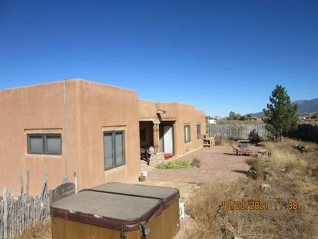 6 Calle De Dona Sinforosa, Taos, NM 87571 (MLS #107954) :: Berkshire Hathaway Home Services