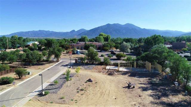 318 Pond Court, Taos, NM 87571 (MLS #105247) :: The Chisum Realty Group
