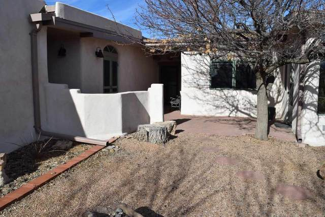 9 Llama Road, El Prado, NM 87529 (MLS #106528) :: Coldwell Banker Mountain Properties