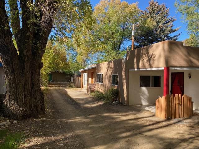 520 Conrad Lane, Taos, NM 87571 (MLS #107419) :: Berkshire Hathaway Home Services