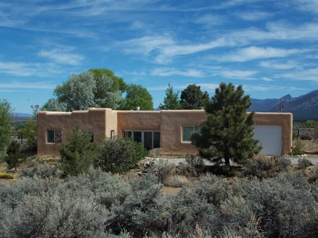 1010 Calle Cuervo, Taos, NM 87571 (MLS #101629) :: Angel Fire Real Estate & Land Co.