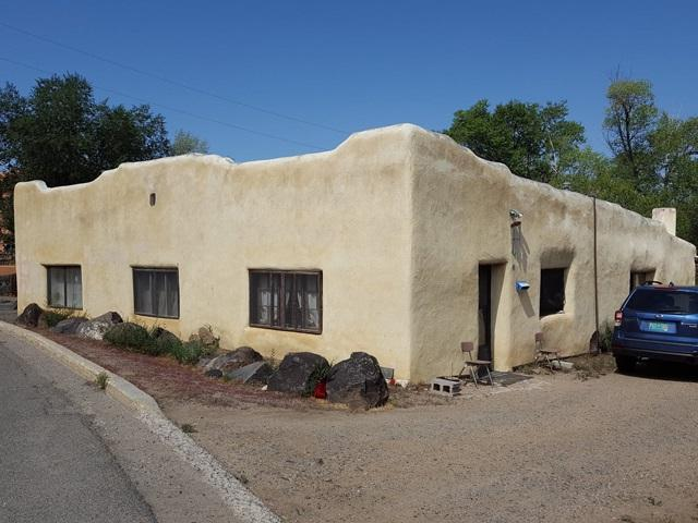 124 La Loma Street, Taos, NM 87571 (MLS #102230) :: The Chisum Realty Group