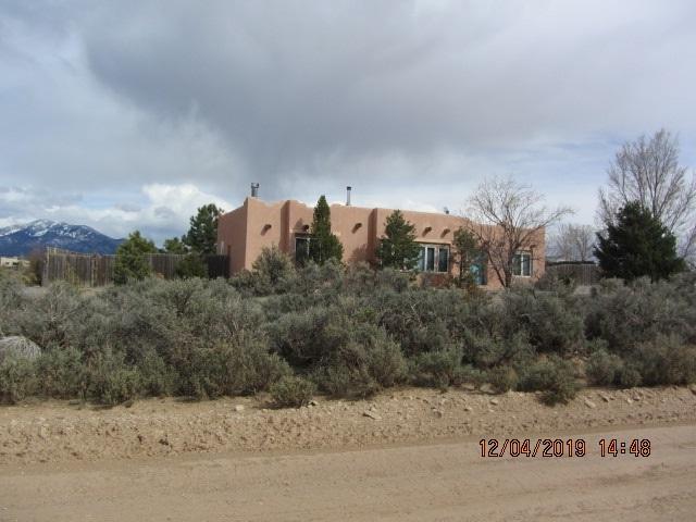 26 Coyote Loop, Arroyo Hondo, NM 87513 (MLS #103015) :: The Chisum Realty Group