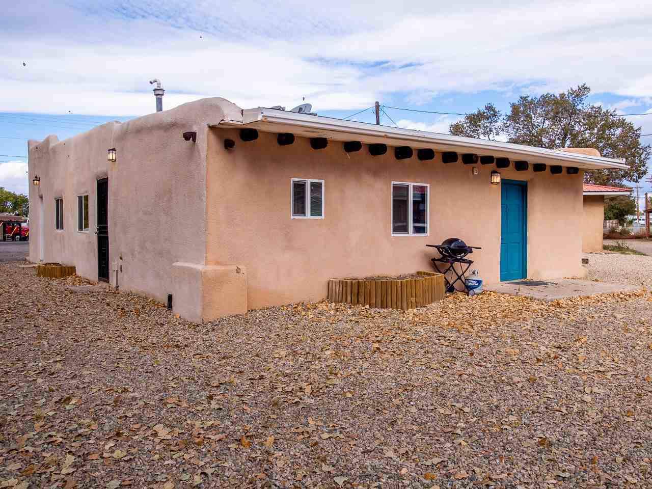 1113 Paseo Del Pueblo Norte - Photo 1