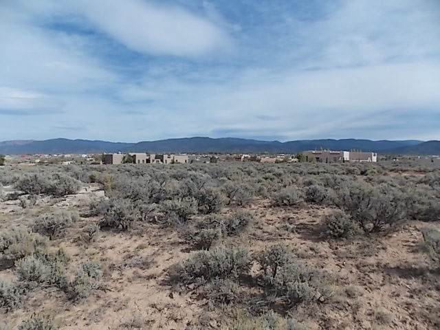 53 Vista Del Ocaso, Taos, NM 87557 (MLS #104879) :: The Chisum Realty Group