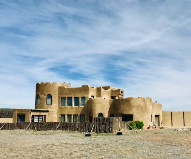 670 Two Gorges Rd, Taos, NM 87571 (MLS #105001) :: Angel Fire Real Estate & Land Co.