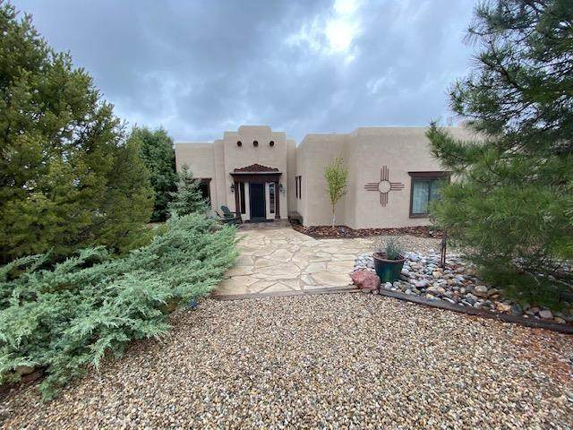22 Vista Del Ocaso, Ranchos de Taos, NM 87557 (MLS #106974) :: Coldwell Banker Mountain Properties