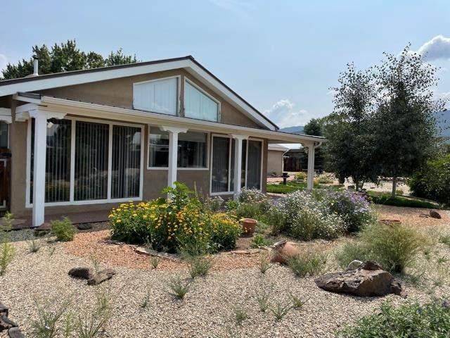 1305 Amador Lane, Taos, NM 87571 (MLS #107420) :: Coldwell Banker Mountain Properties