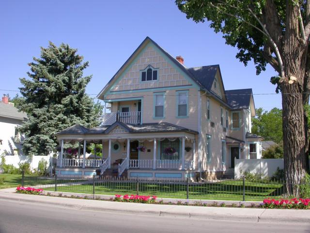 718 E Main Street, Montrose, CO 81401 (MLS #36994) :: Telluride Properties