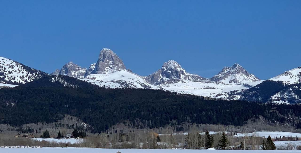2090 Snow Crest Ranch Dr - Photo 1