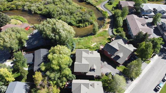 1046 Elk Run Ln, Jackson, WY 83002 (MLS #21-1376) :: Coldwell Banker Mountain Properties