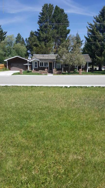 53 E Washington St, Pinedale, WY 82941 (MLS #17-1909) :: West Group Real Estate