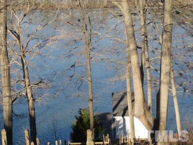 107 Cliffside Drive, Bracey, VA 23919 (#2186914) :: The Perry Group