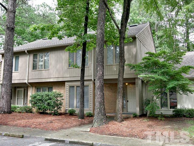 102 Old Stable Court, Chapel Hill, NC 27514 (#2195033) :: The Jim Allen Group