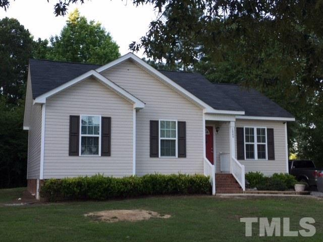 1040 Parkers Ridge Drive, Fuquay Varina, NC 27526 (#2196043) :: Raleigh Cary Realty