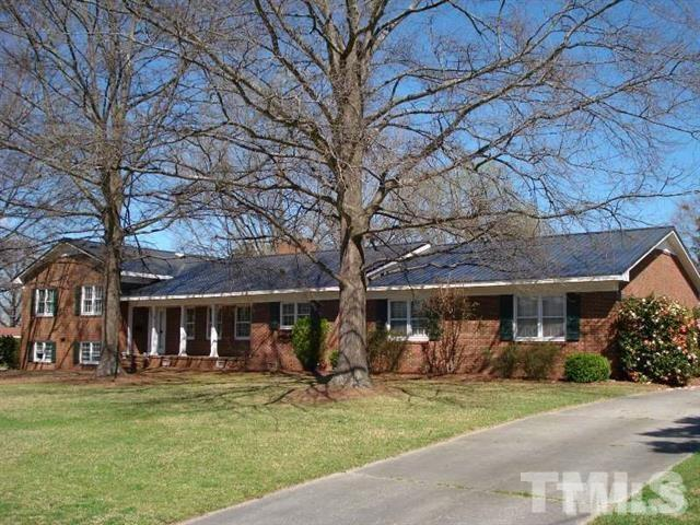 1114 Merry Street, Dunn, NC 28334 (#2202314) :: The Perry Group