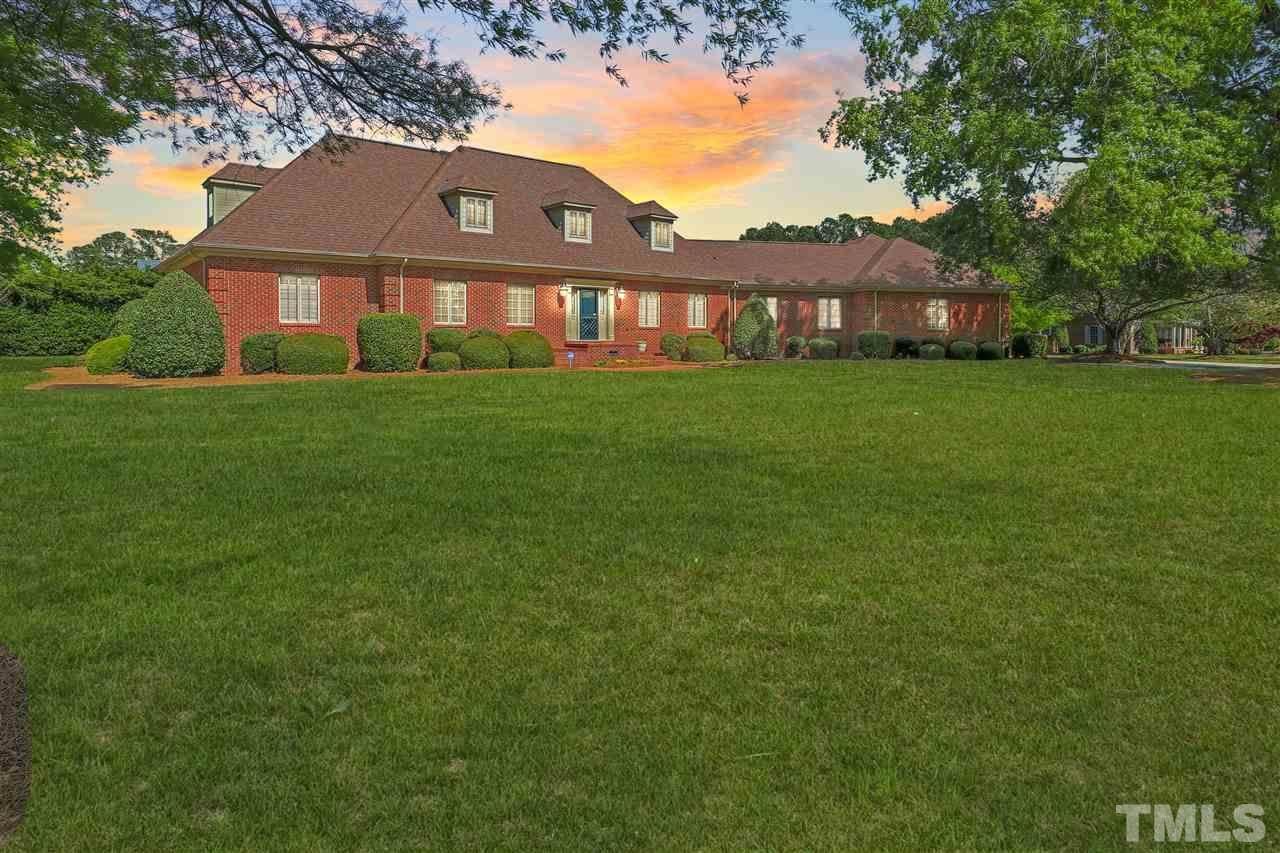 100 Kingsway Drive, Dunn, NC 28334 (#2250929) :: Marti Hampton Team - Re/Max One Realty