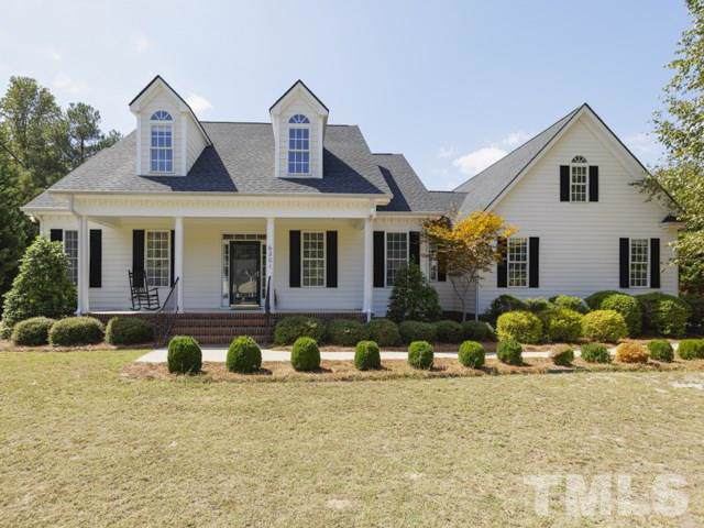6201 Baronie Court, Fuquay Varina, NC 27526 (#2279103) :: Dogwood Properties