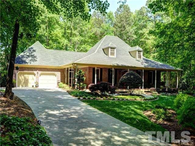 4005 Gumleaf Drive, Apex, NC 27539 (#2242369) :: The Perry Group