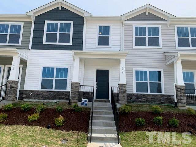 956 Robbie Jackson Lane, Fuquay Varina, NC 27526 (#2304146) :: RE/MAX Real Estate Service
