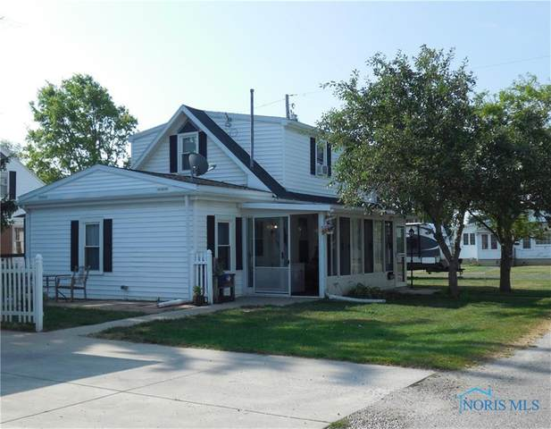 122 Houghton, Oak Harbor, OH 43449 (MLS #6057202) :: The Kinder Team