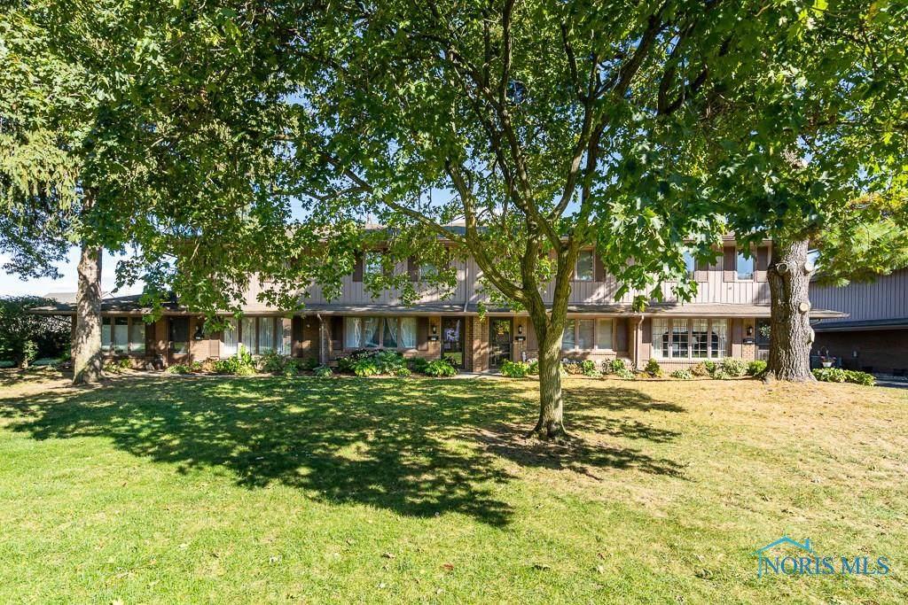 4036 Sherwood Forest Manor - Photo 1