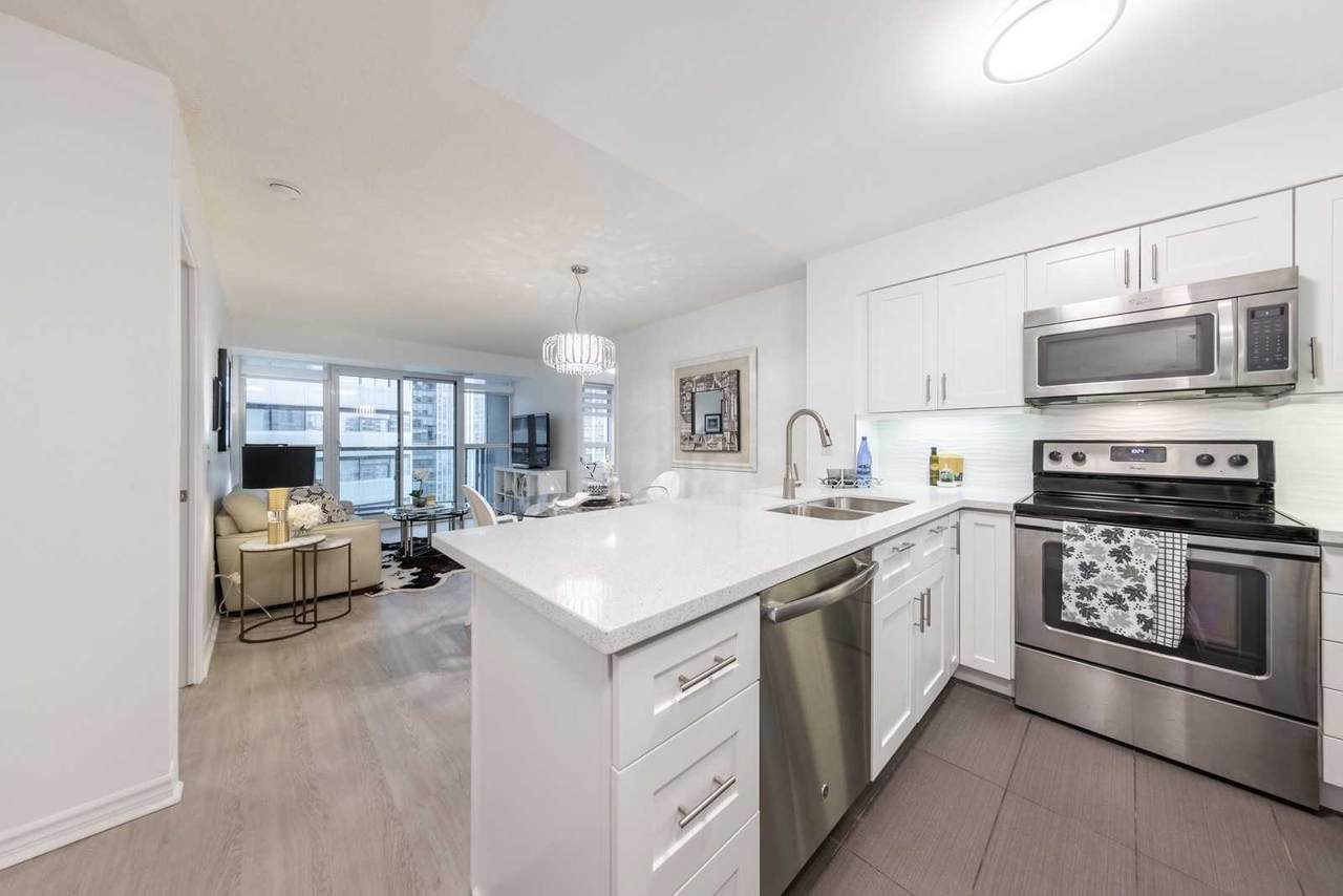 19 Grand Trunk Cres - Photo 1