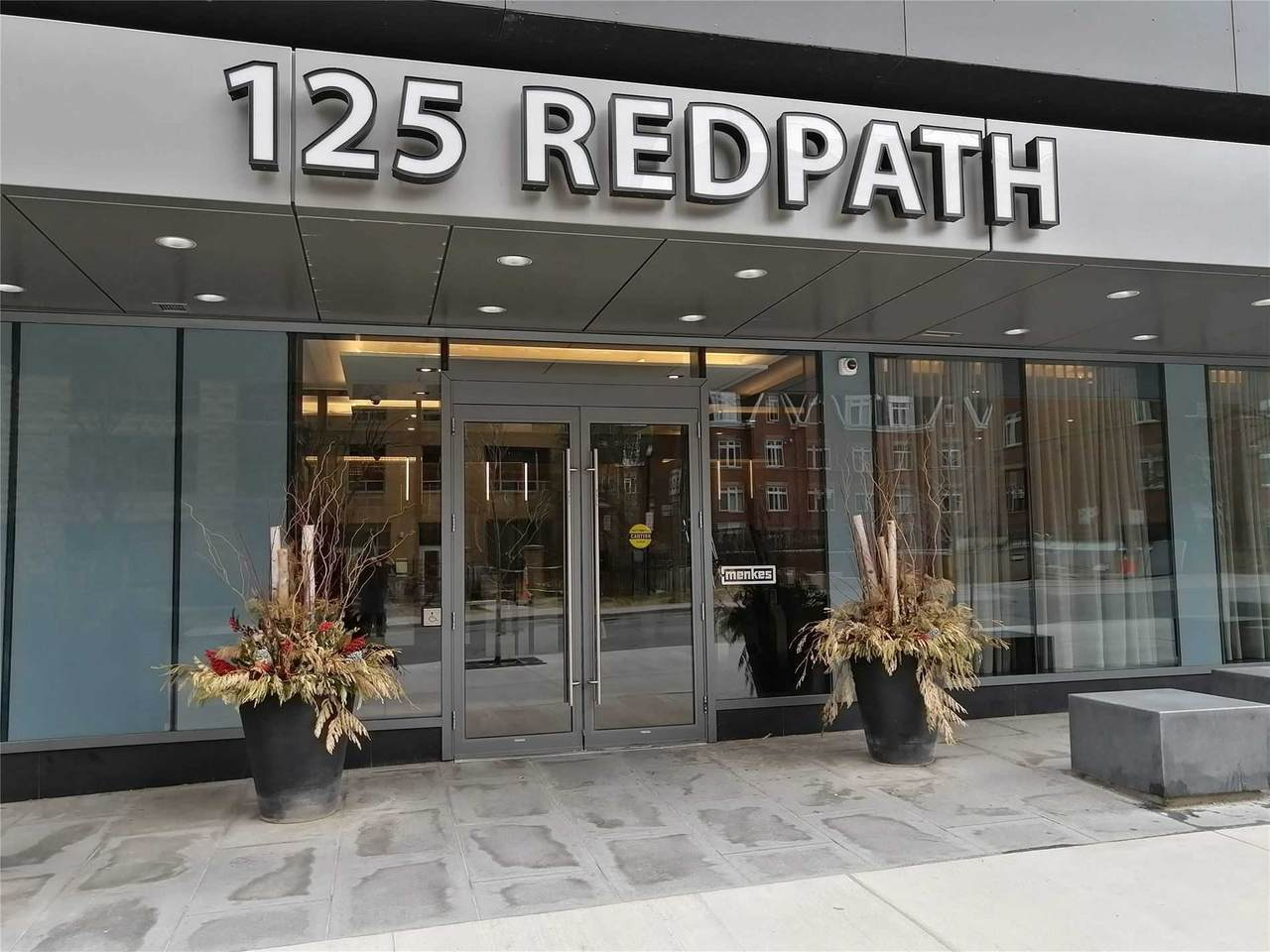 125 Redpath Ave - Photo 1