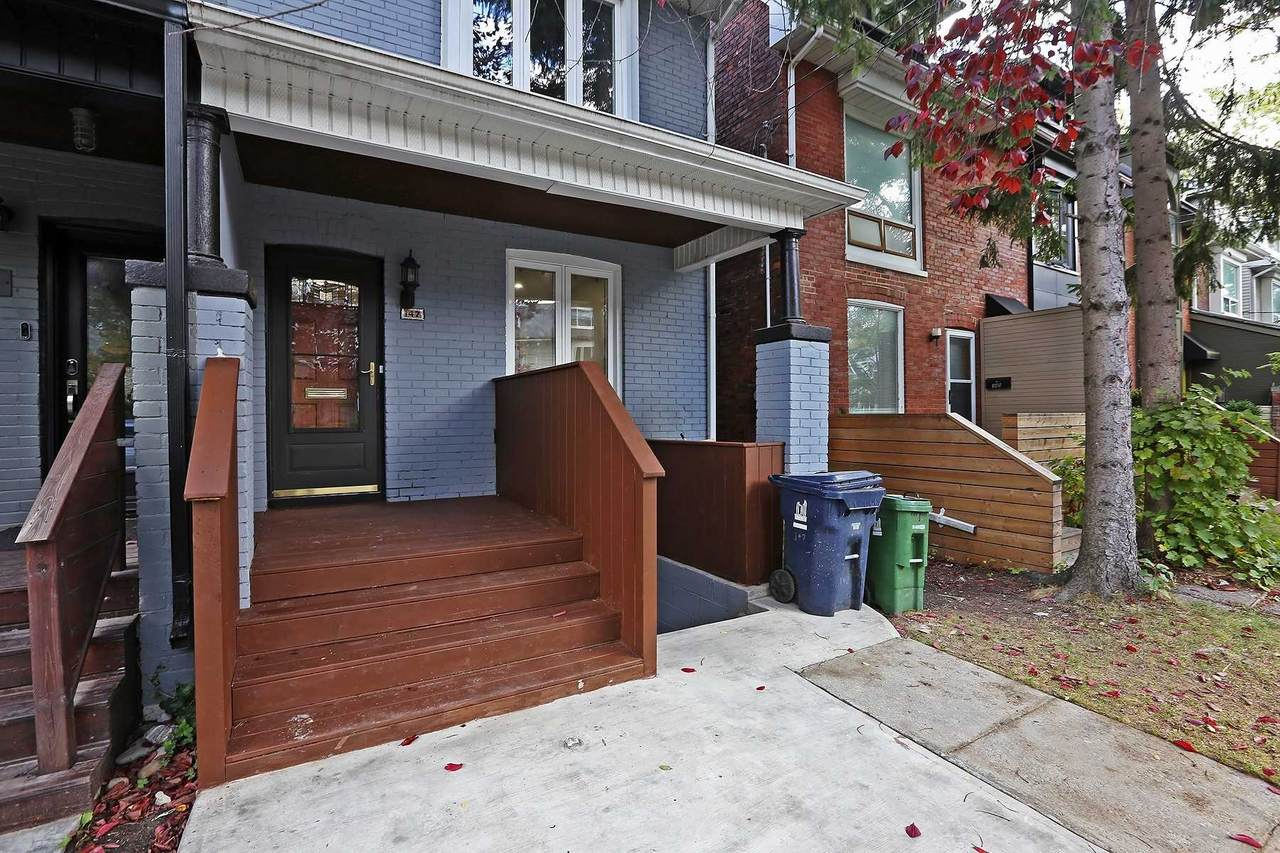 147 Hastings Ave - Photo 1