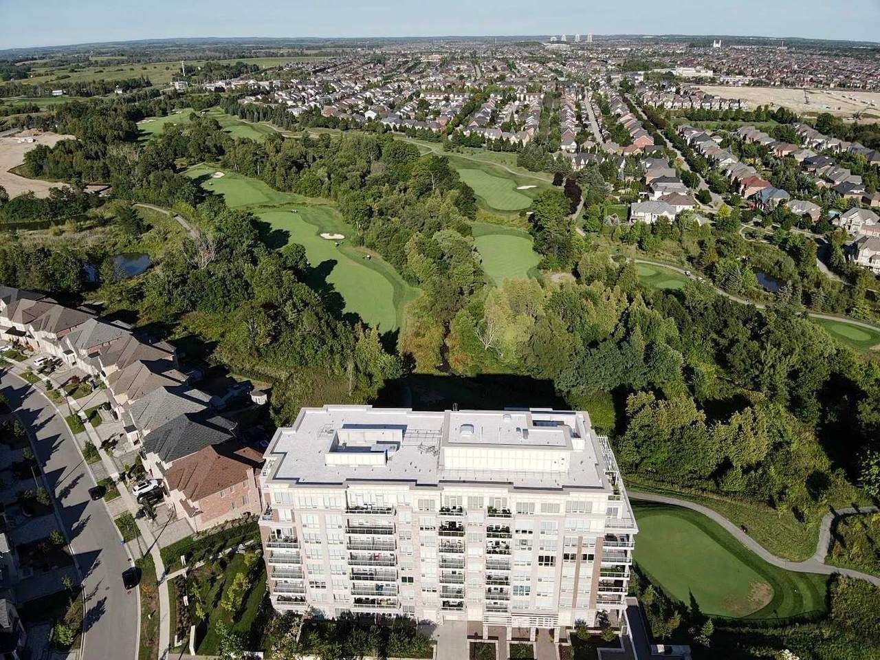 15 Stollery Pond Cres - Photo 1