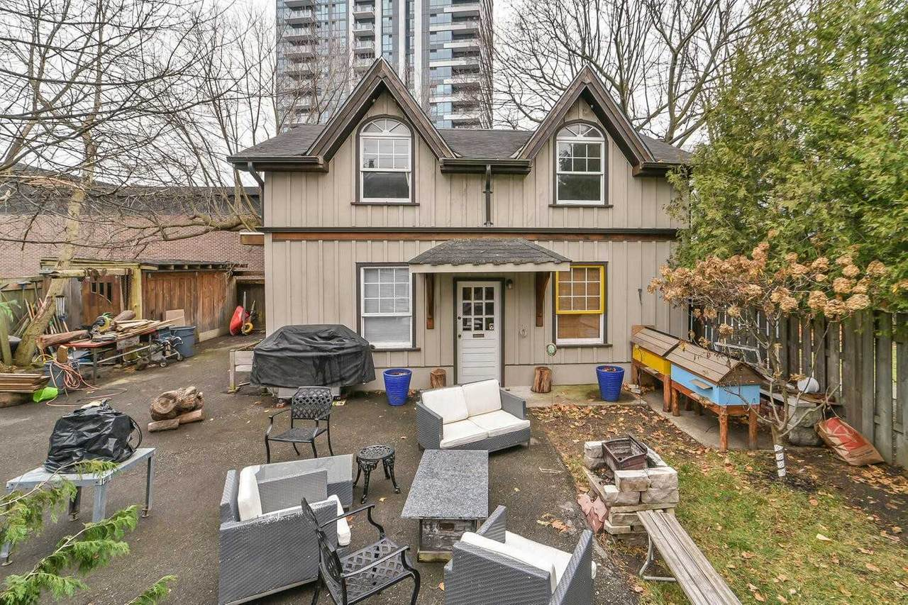 8 Rosewood Ave - Photo 1