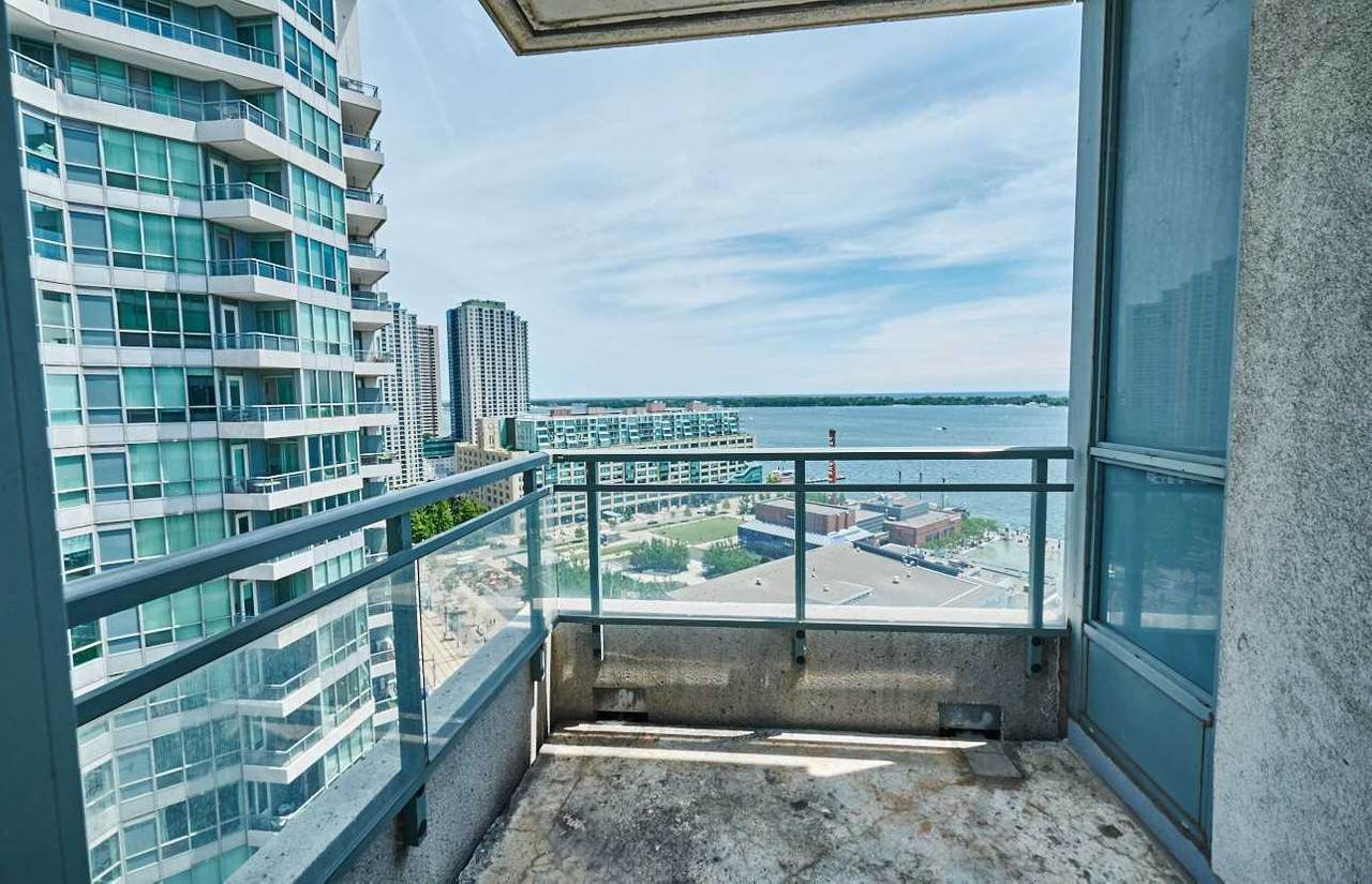 230 Queens Quay - Photo 1