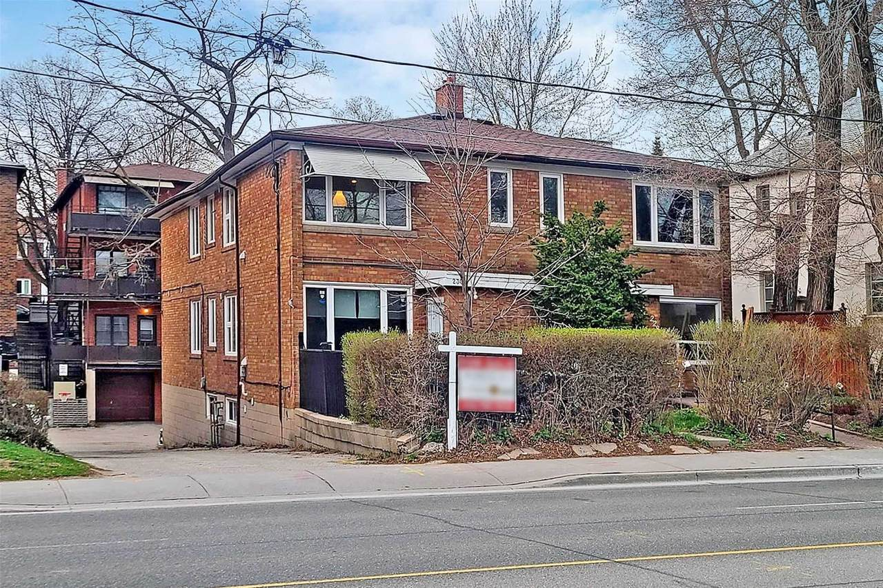 230 Lawrence Ave - Photo 1